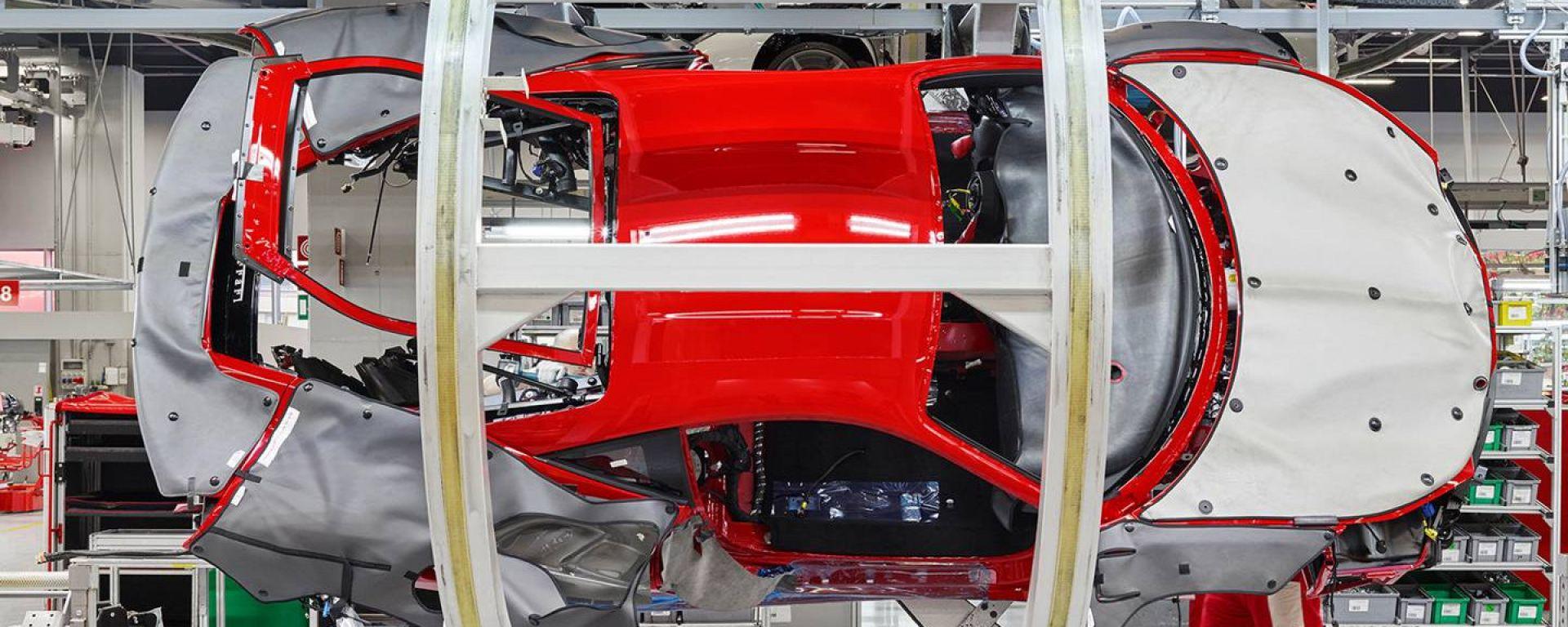Ferrari: stop alla produzione per due settimane