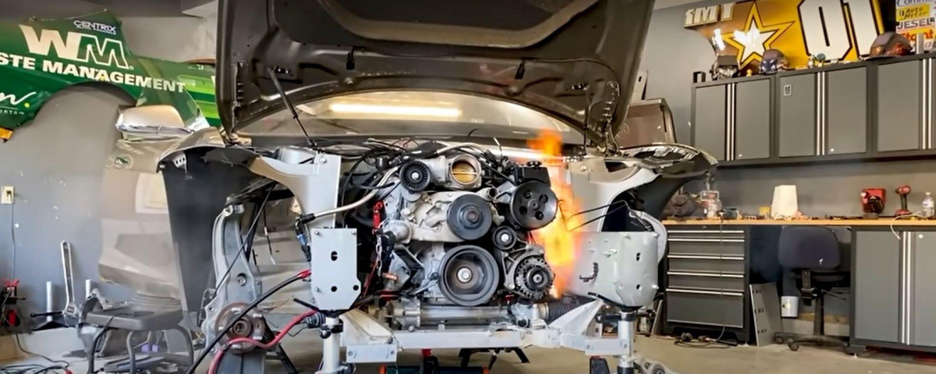 Fiamme nel cofano di una Tesla Model S: l'auto elettrica rifiuta il trapianto del motore V8?