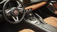 Fiat 124 Spider: la cabrio del Lingotto compie 50 anni - Immagine: 14