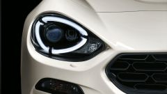 Fiat 124 Spider ha una firma luminosa di led