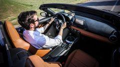 """Fiat 124 Spider: la gioia del """"senza"""" - Immagine: 12"""