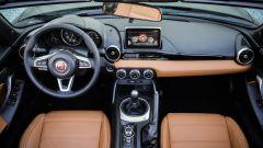 """Fiat 124 Spider: la gioia del """"senza"""" - Immagine: 18"""