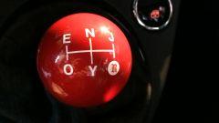 Fiat 500 cabrio: il pomello del cambio della 555 RR riporta le lettere che formano la parola enjoy