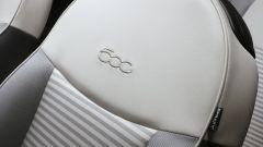 Fiat 500 Collezione: dettaglio del ricamo sui sedili