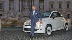 Fiat 500 Dolcevita in posa con Luca Napolitano (Head of FCA EMEA)