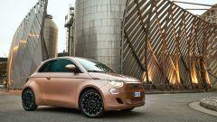 Fiat 500 e: visuale di 3/4 anteriore