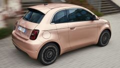 Fiat 500 e: visuale di 3/4 posteriore