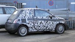 Fiat 500 elettrica 2020: la presa di ricarica è al posto del bocchettone del serbatoio
