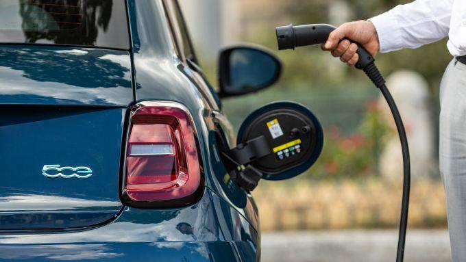 Fiat 500 elettrica, 320 km di autonomia
