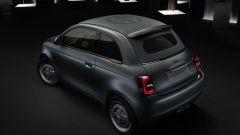 Fiat 500 elettrica one off by Giorgio Armani - visuale di 3/4 posteriore
