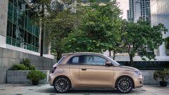 Nuova Fiat 500 elettrica, ritorno al futuro. Com'è fatta e come va [VIDEO] - Immagine: 32