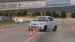 Fiat 500 elettrica, quanto è sicura nonostante il peso? Video test - Immagine: 2