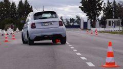 Fiat 500 elettrica, quanto è sicura nonostante il peso? Video test - Immagine: 3
