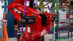 Fiat 500 elettrica, robot Comau per linea di montaggio a Mirafiori