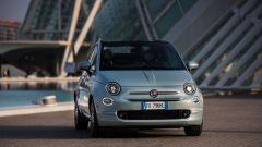 Fiat 500 Hybrid: visuale di 3/4 anteriore