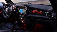 Fiat 500 vs Mini, l'eterna sfida. Icone glamour a confronto - Immagine: 7