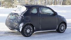 Fiat 500e: dettaglio fianco destro con bocchettone di ricarica