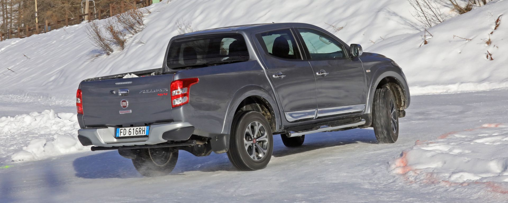 Fiat Fullback: drifting sul ghiaccio [Video]