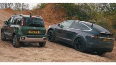 Video Fiat Panda Cross sfida tesla Model X in fuoristrada