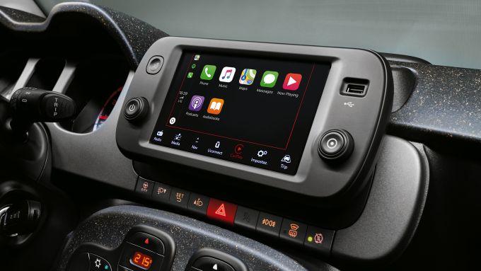 Fiat panda Hybrid City Cross: il touchscreen a colori da 7'' della nuova citycar