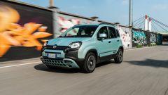 Fiat Panda Hybrid City Cross: la citycar durante la prova su strada