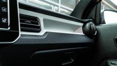 Fiat Panda Hybrid vs Suzuki Ignis Hybrid: anche la Ignis ha una tasca anteriore ma più piccola della Panda