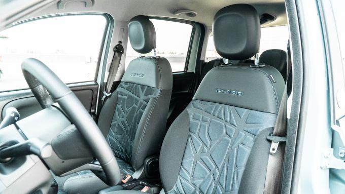 Fiat Panda Hybrid vs Suzuki Ignis Hybrid: i sedili in tessuto ecologico Seaqual della Fiat