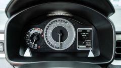 Fiat Panda Hybrid vs Suzuki Ignis Hybrid: il cruscotto con il piccolo display del computer di bordo