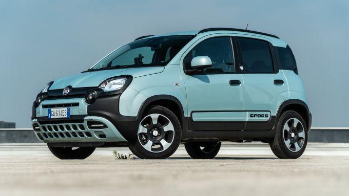 Fiat Panda Hybrid vs Suzuki Ignis Hybrid: la Fiat Panda vista di 3/4