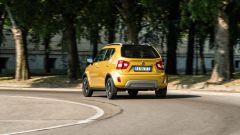 Fiat Panda Hybrid vs Suzuki Ignis Hybrid: la giapponese vista di 3/4 posteriore