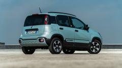 Fiat Panda Hybrid vs Suzuki Ignis Hybrid: la vista di 3/4 posteriore