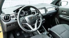 Fiat Panda Hybrid vs Suzuki Ignis Hybrid: l'abitacolo della giapponese