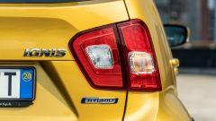 Fiat Panda Hybrid vs Suzuki Ignis Hybrid: un dettaglio dei fari posteriori della Ignis