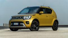 Fiat Panda Hybrid vs Suzuki Ignis Hybrid: una vista di 3/4 anteriore della Ignis