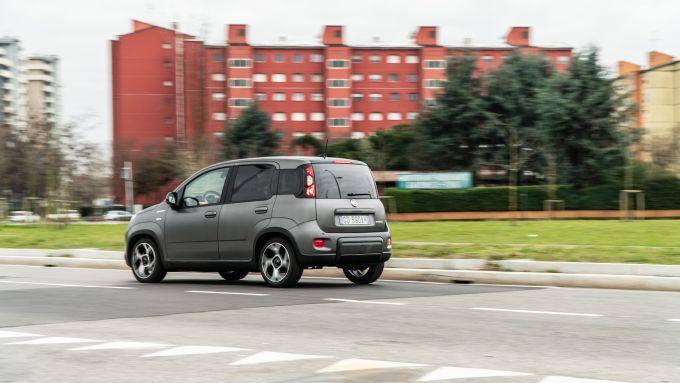 Fiat Panda Sport Hybrid in città