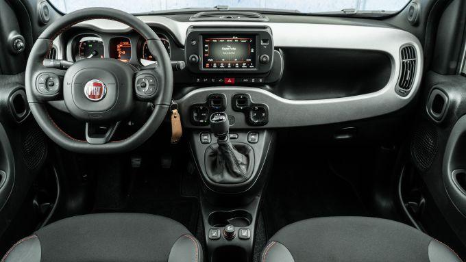 Fiat Panda Sport Hybrid: interno