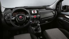 Fiat Qubo restyling: modifiche anche nell'abitacolo, con nuovo volante e infotainment con monitor touch da 5
