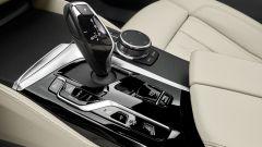 Finiture nero lucido per i comandi alla consolle della nuova BMW Serie 6 GT 2020