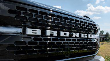 Ford Bronco anche in Italia: la prominente griglia anteriore