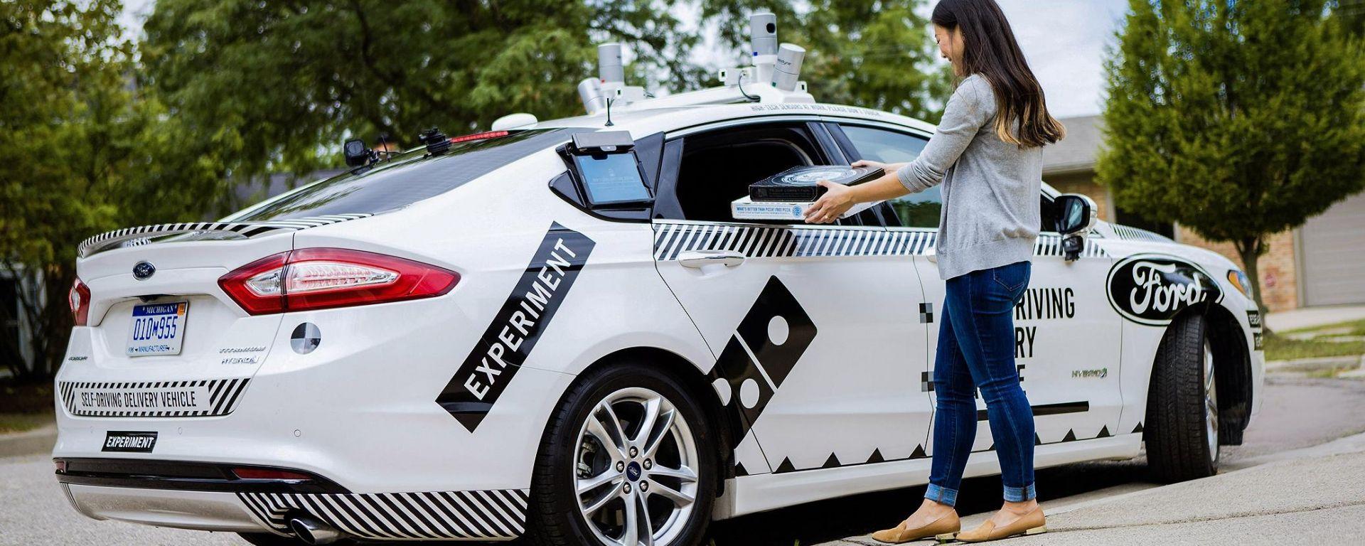 Ford e Domino's: una Fusion Hybrid autonoma per la consegna delle pizze