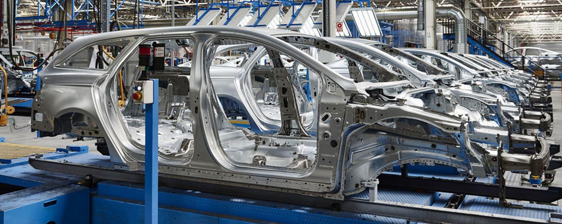Ford svela il segreto della verniciatura perfetta