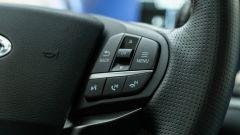 Ford Explorer PHEV ST line 2020: comandi al volante per computer di bordo, chiamate, comandi vocali