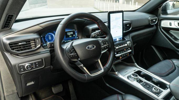 Ford Explorer PHEV ST line 2020: gli interni