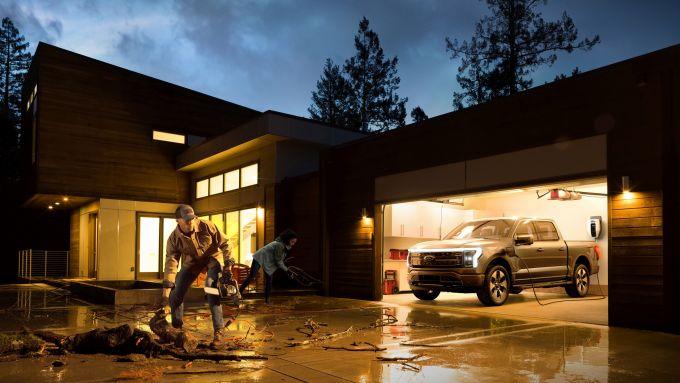 Ford F-150 Lightning, auto per famiglia, per le vacanze e per lavoro