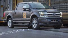Ford F150 Elettrico: il pick-up traina 10 vagoni ferroviari - Immagine: 2