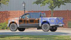 Ford F150 Raptor 2021: una vista di profilo mostra tutta l'imponenza del Raptor