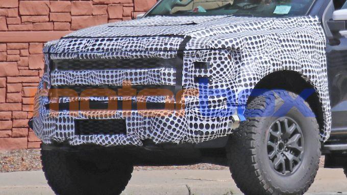 Ford F150 Raptor: il frontale ancora mimetizzato