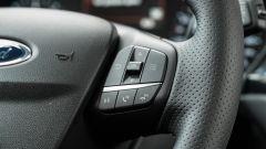 Ford Fiesta 1.0 Ecoboost Hybrid 125 CV ST-Line, comandi del vivavoce e del computer di bordo