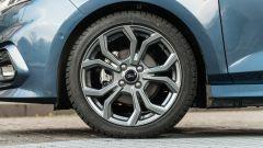 Ford Fiesta 1.0 Ecoboost Hybrid 125 CV ST-Line, dettaglio del cerchio