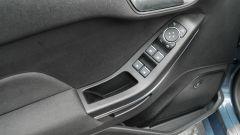 Ford Fiesta 1.0 Ecoboost Hybrid 125 CV ST-Line, dettaglio del pannello porta lato guida